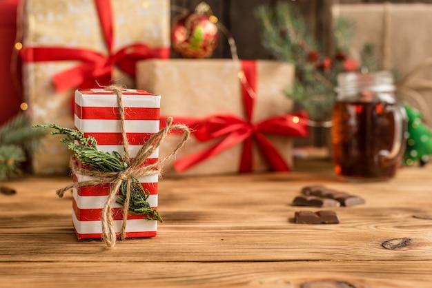 Mesa e presentes de natal