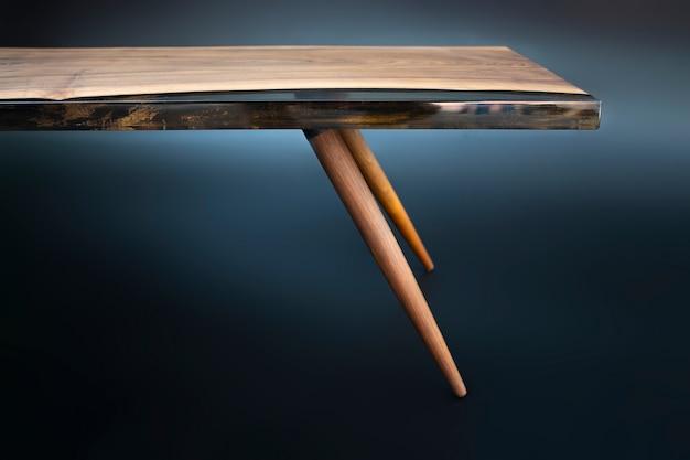 Mesa moderna feita à mão em nogueira