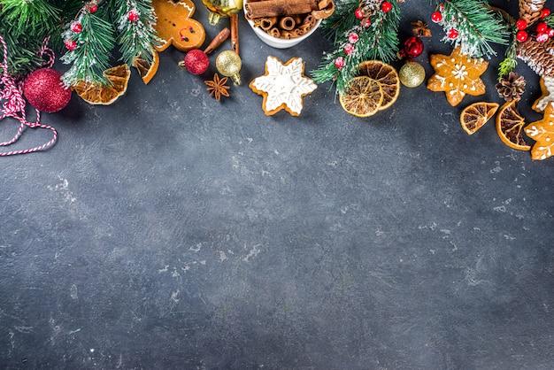 Mesa para cozinhar o feriado de natal assando biscoitos e bolos com ingredientes