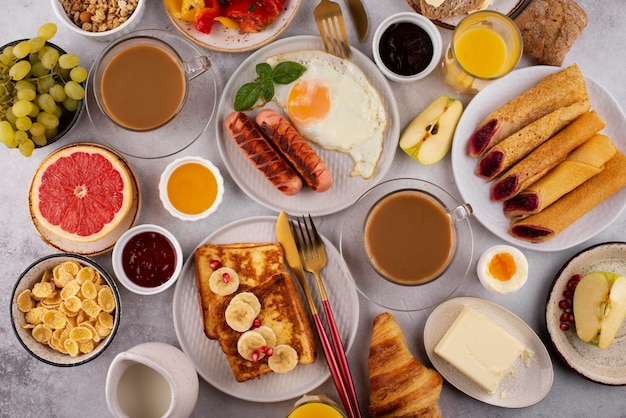 Mesa plana cheia de deliciosas composições alimentares