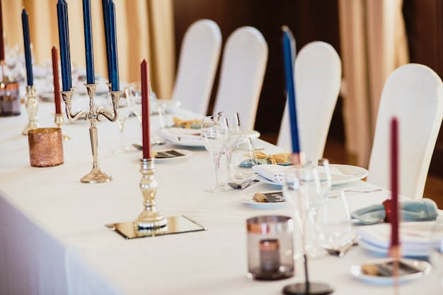 Mesa servida para um banquete