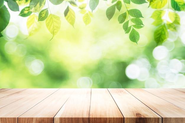 Mesa vazia para produto atual no bokeh verde