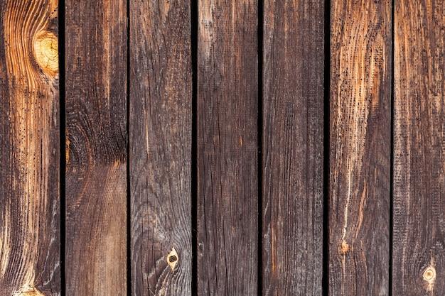 Mesas de madeira marrom com pranchas