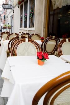 Mesas de restaurante pequenas