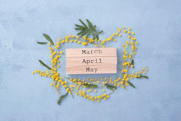 Meses de primavera com moldura floral
