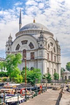 Mesquita de dolmabahce em istambul, turquia