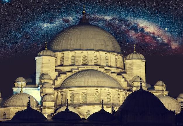 Mesquita de hagia sophia em istambul, turquia, paisagem noturna com estrelas