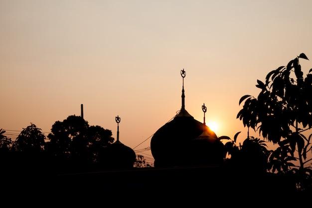 Mesquita de silhueta.