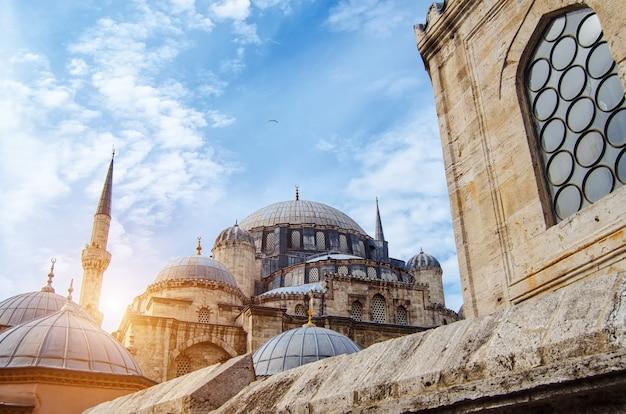 Mesquita em istambul, peru, monumento arquitetônico, centro de islam, cami mescit