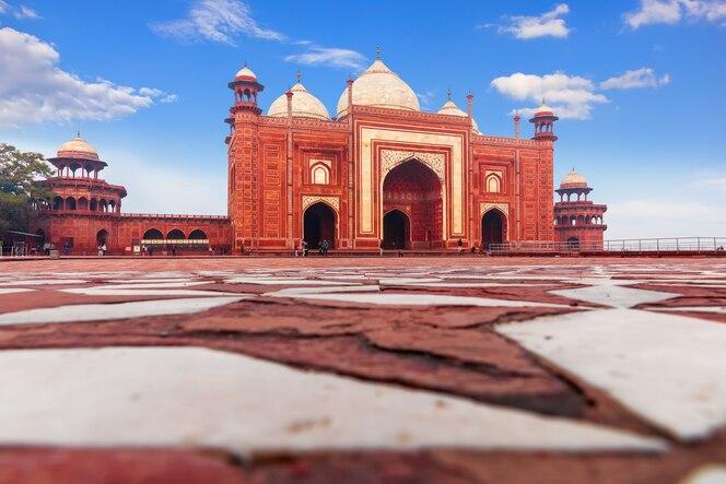 Mesquita kau ban no complexo taj mahal, índia, agra.