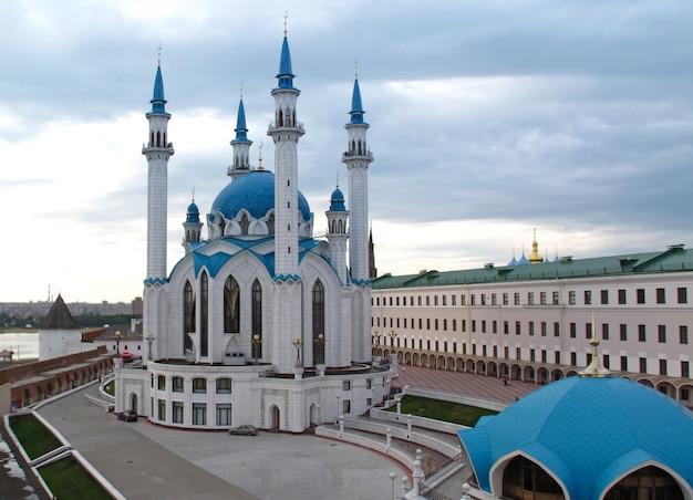Mesquita kul sharif e o antigo kremlin