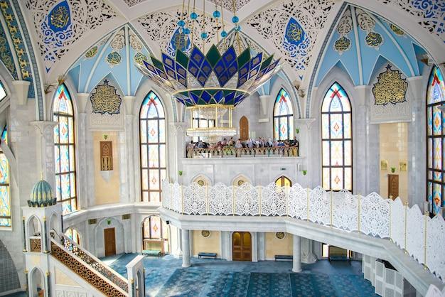 Mesquita kul sharif, interior do salão principal
