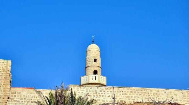 Mesquita no fundo do céu azul, antiga jerusalém, israel.