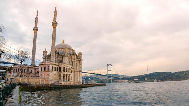 Mesquita ortakoy istambul, turquia
