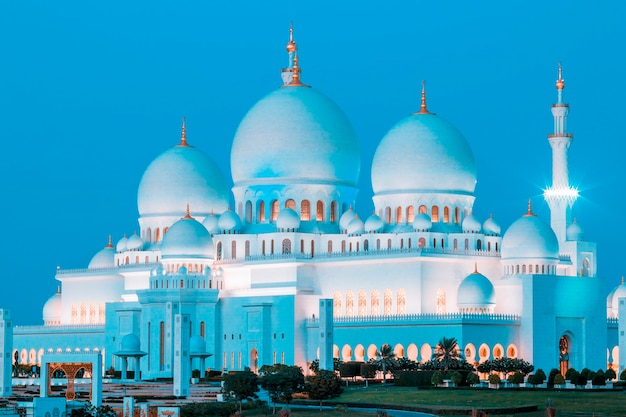 Mesquita sheikh zayed de abu dhabi à noite