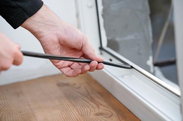 Mestrado profissional em reparo e instalação de janelas, troca de juntas de vedação de borracha em janelas de pvc