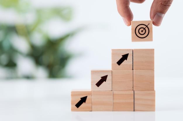 Meta de realização e conceito de alvo objetivo colocação de mão de alvo virtual e ícone de seta