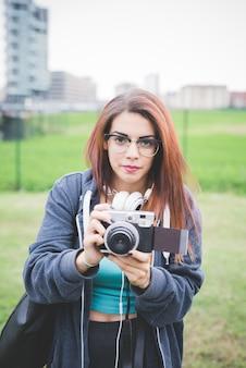 Metade, comprimento, de, jovem, bonito, caucasiano, avermelhado, mulher cabelo reto
