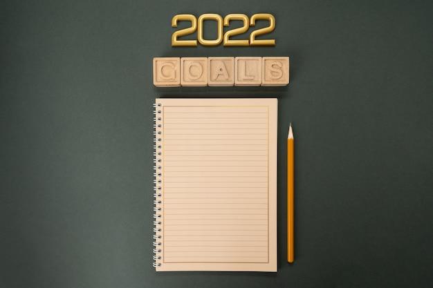 Metas de ano novo para 2022 com caderno de metas de ano novo e definição de resoluções