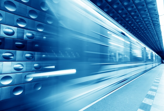 Metro azul borrado