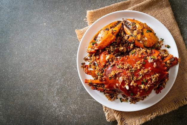 Mexa caranguejo frito com sal e pimenta picante - estilo frutos do mar