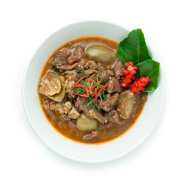 Mexa de carne frita com curry vermelho e berinjela