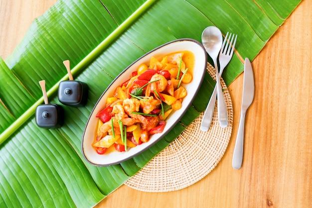 Mexa o camarão frito molho agridoce folha de bananeira