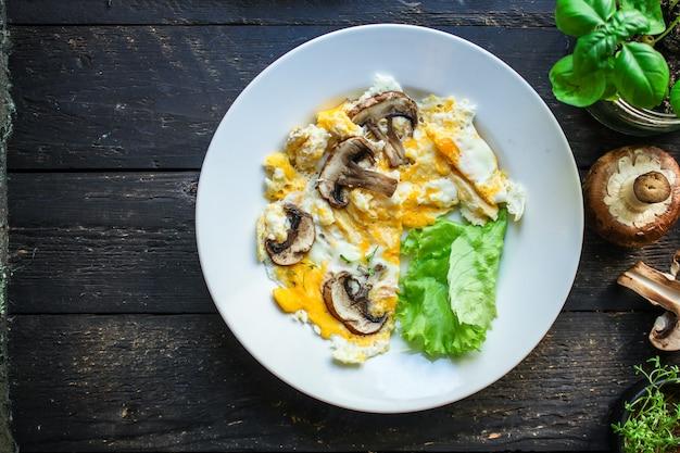Mexer ovos fritos omelete cogumelo