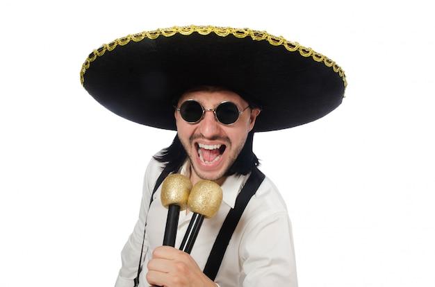 Mexicano engraçado com maracas isolado no branco