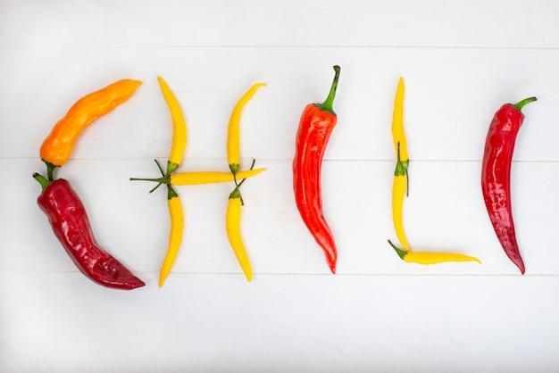 Mexicano hot chili peppers colorido mix habanero poblano serrano jalapeno na madeira