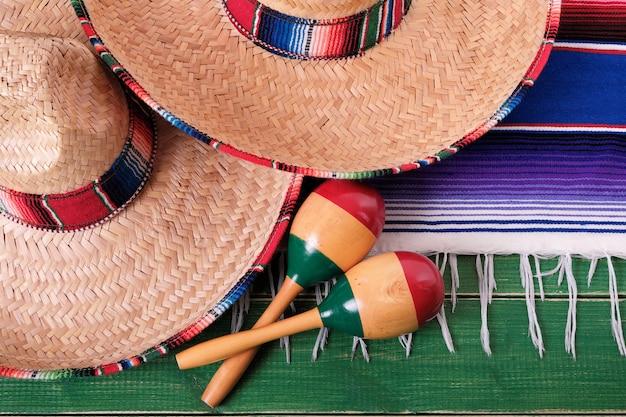 México cinco de mayo festival mexicano sombrero maracas closeup