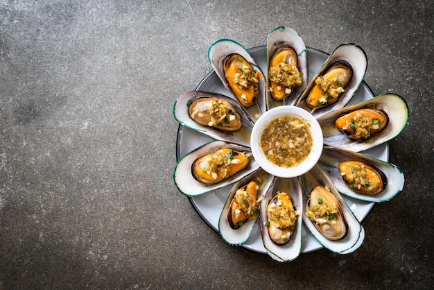 Mexilhões com molho de frutos do mar picante