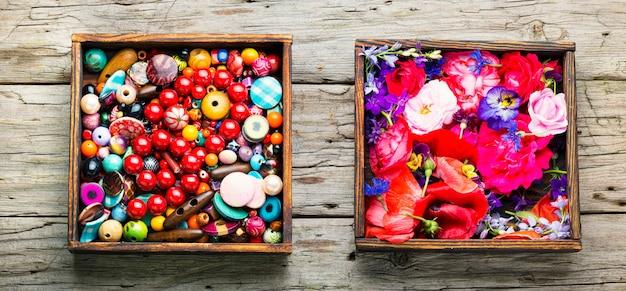 Miçangas multicoloridas para bijuteria, joalheria