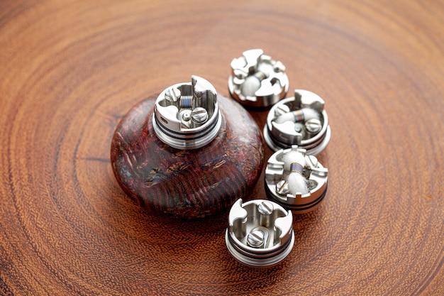 Micro bobina única em atomizadores de gotejamento reconstrutíveis de ponta