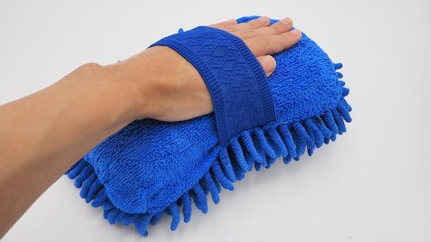 Micro fibra de esponja de lavagem de carro com a mão.