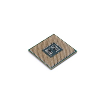 Microchip da cpu (unidade de processamento central) isolado no fundo branco