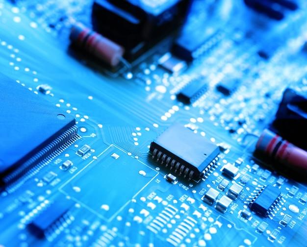 Microchips em uma placa de circuito
