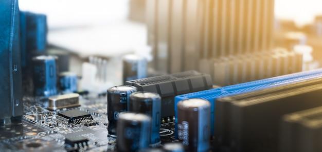 Microcircuito macro. conceito de cidade eletrônica. placa de circuito eletrônico close-up.
