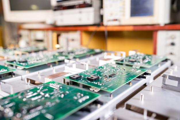 Microcircuitos verdes de computador de close-up
