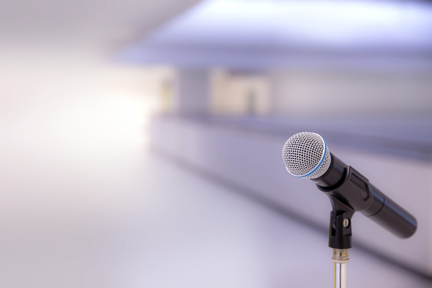 Microfone com brilho.
