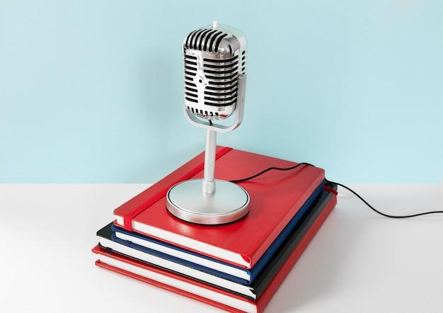 Microfone de alto ângulo em notebooks