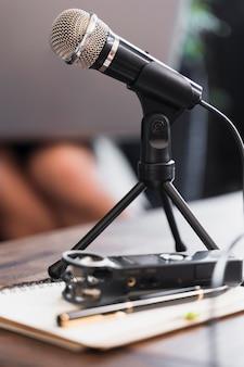 Microfone de close-up usado para jornalismo