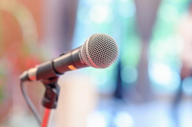 Microfone de comunicação no palco