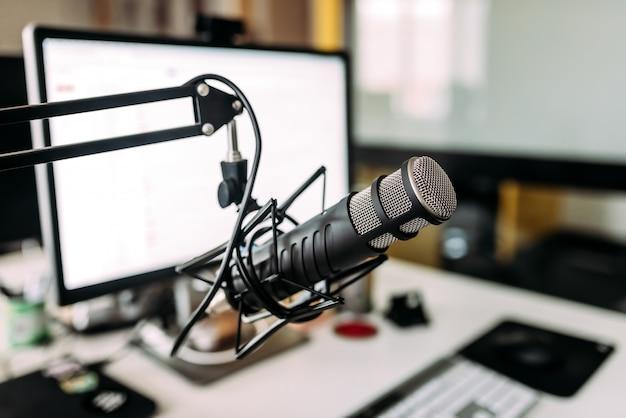 Microfone de estúdio de gravação de áudio.