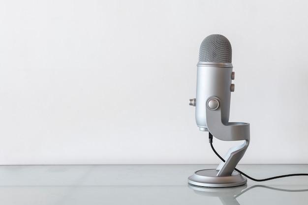 Microfone de estúdio para gravar um podcast