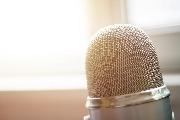Microfone de perto