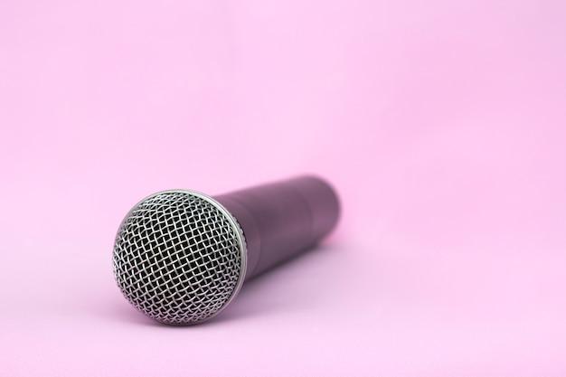 Microfone de prata vocal sem fio para gravações de áudio, karaokê