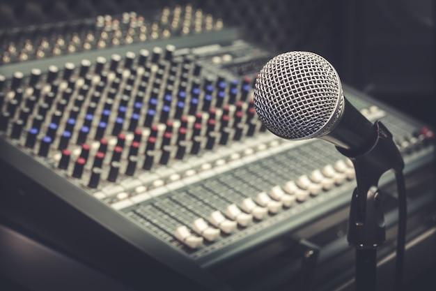 Microfone e mixer
