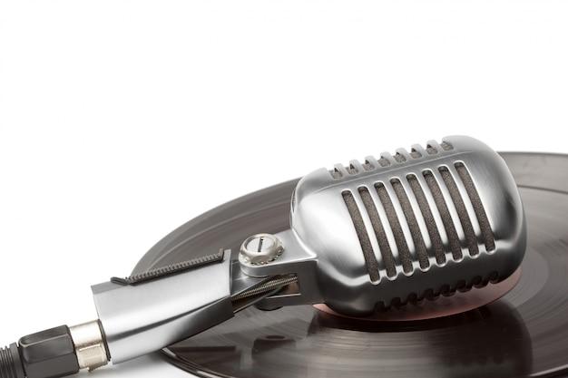 Microfone e segmento de disco de vinil