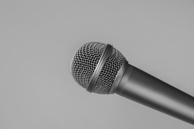 Microfone em cinza
